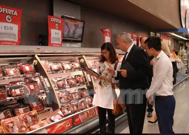 Le Vietnam cherche a introduire ses produits dans les supermarches d'Argentine hinh anh 1