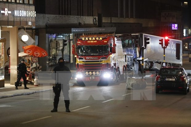 Le Vietnam condamne l'attentat au camion a Stockholm hinh anh 1