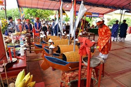 Le district de Ly Son rend hommage aux garnisons de Hoang Sa hinh anh 1