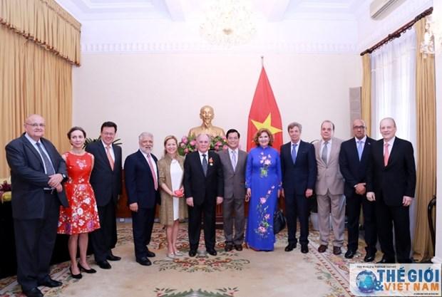 L'Ordre de l'amitie remis a l'ancien Charge d'Affaires colombien au Vietnam hinh anh 1