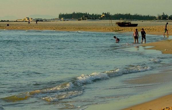 Un an apres Formosa, le tourisme balneaire de Quang Tri reprend des couleurs hinh anh 1