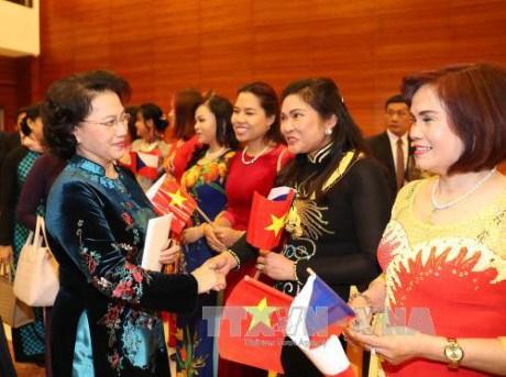 Nguyen Thi Kim Ngan termine avec succes ses visites en Suede, Hongrie et R. tcheque hinh anh 1