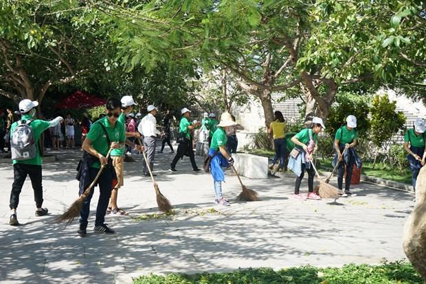 Les jeunes de la capitale engages dans la protection de l'environnement hinh anh 1