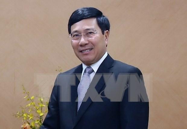 Le vice-PM Pham Binh Minh rend visite a l'ambassade du Vietnam en Chine hinh anh 1
