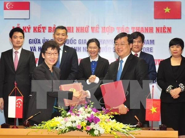 Renforcement des relations entre les jeunes vietnamiens et singapouriens hinh anh 1