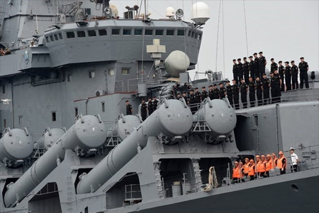 Des navires de la marine russe au port de Cam Ranh hinh anh 1