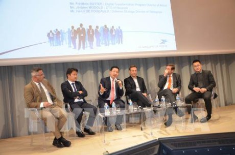 FPT renforce sa cooperation avec des groupes francais hinh anh 1