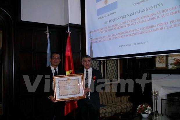 L'ancien ambassadeur d'Argentine au Vietnam a l'honneur hinh anh 1