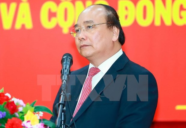Le PM Nguyen Xuan Phuc part pour le 30eme Sommet de l'ASEAN a Manille hinh anh 1
