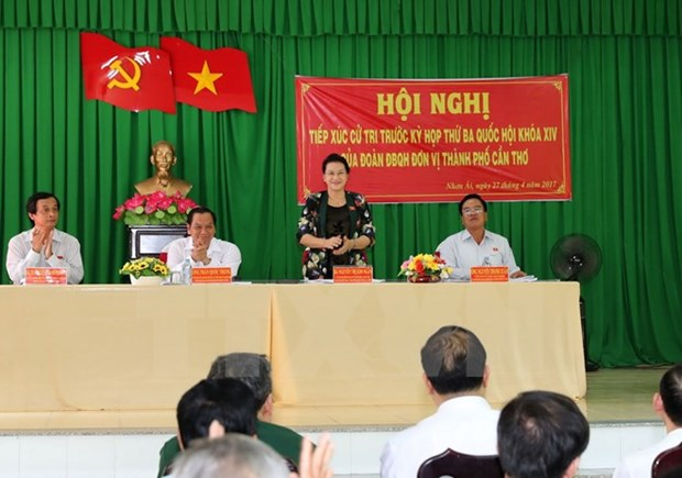 La presidente de l'AN rencontre les electeurs du district de Phong Dien de Can Tho hinh anh 1