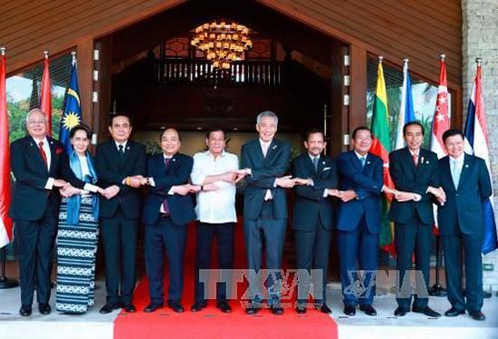 Le PM Nguyen Xuan Phuc participe a la reunion restreinte du 30e Sommet de l'ASEAN hinh anh 1
