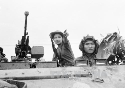 Les Vietnamiens en Russie et au Cambodge fetent la reunification nationale (30 avril) hinh anh 1
