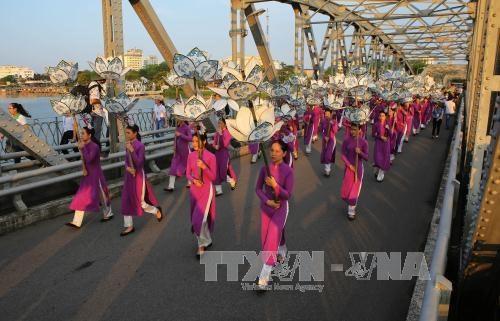 Cloture du festival des metiers traditionnels de Hue 2017 hinh anh 1