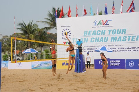 Le tournoi de volley-ball de plage feminin d'Asie Tuan Chau 2017 hinh anh 1