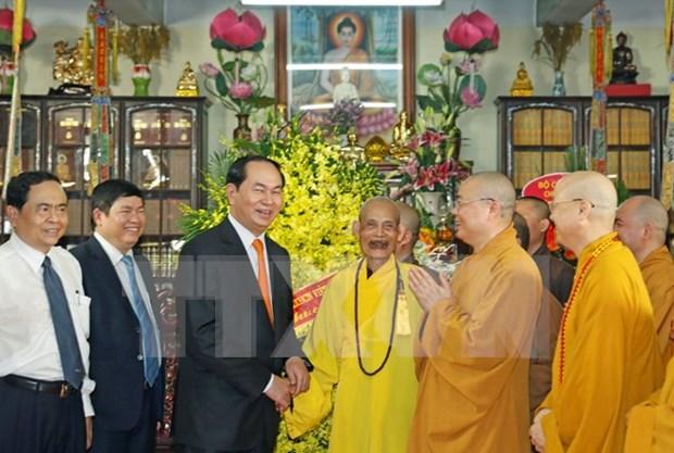 Le president Tran Dai Quang formule ses vœux du Vesak 2017 au Venerable Thich Pho Tue hinh anh 1