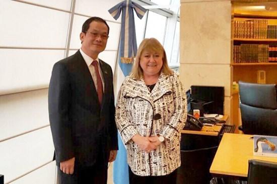 L'ambassadeur du Vietnam en Argentine a l'honneur hinh anh 1