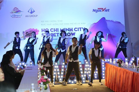Ho Chi Minh-Ville attire les touristes par les arts de la rue hinh anh 1