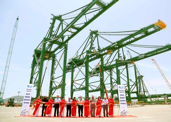 Doosan Vina exporte trois grues