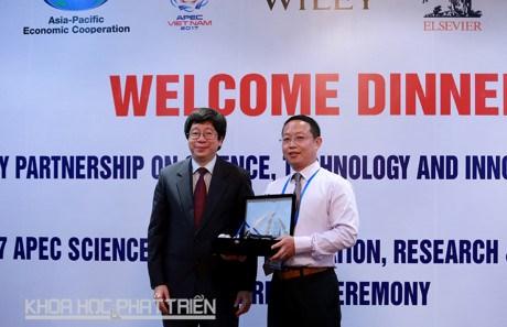 Un docteur chinois recoit le Prix scientifique de l'APEC hinh anh 1
