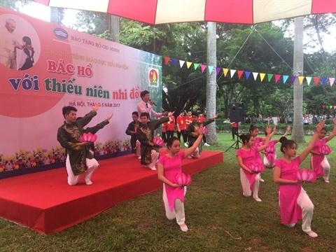 Les eleves expriment leurs sentiments envers l'Oncle Ho hinh anh 1