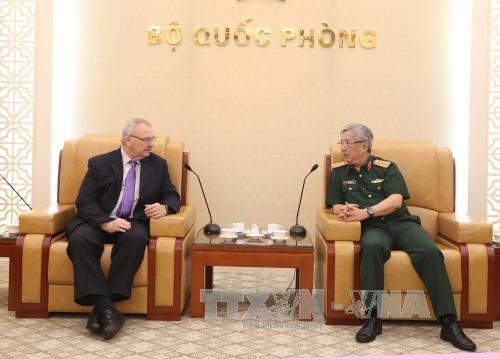 Le general Nguyen Chi Vinh recoit le vice-president du Conseil des affaires Etats-Unis – ASEAN hinh anh 1