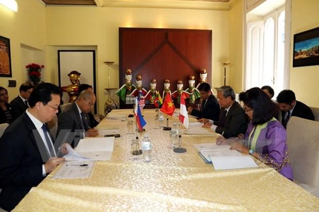 L'ambassadeur vietnamien preside la 28e session du Comite de l'ASEAN en Italie hinh anh 1