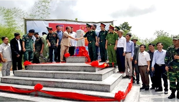 Inauguration de bornes a la frontiere Vietnam - Cambodge hinh anh 1