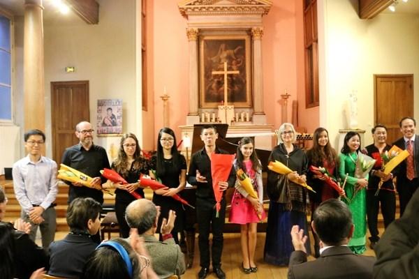 Un concert special pour collecter des aides pour les etudiants vietnamiens meritants hinh anh 2