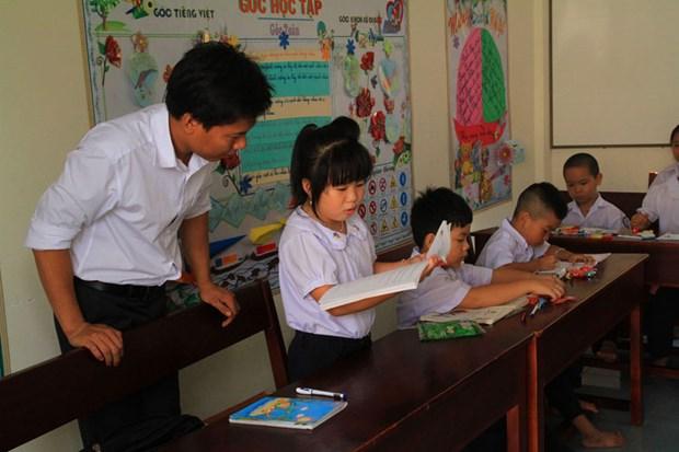Remise de livres aux enfants de l'archipel de Truong Sa hinh anh 1