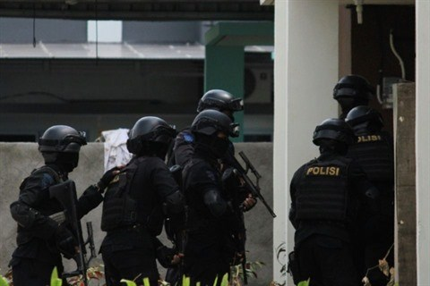 Indonesie : trois policiers tues dans un attentat-suicide a Jakarta hinh anh 1