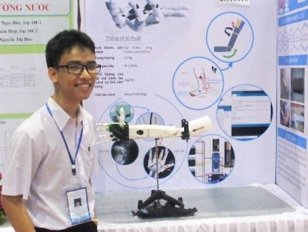 Un eleve vietnamien fabrique avec succes un « bras robotise pour les personnes handicapees» hinh anh 1