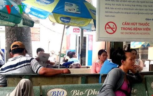 Le Vietnam applique la loi contre les effets nefastes du tabac hinh anh 1