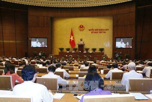 Les deputes etudient le projet d'amendement de la loi sur les chemins de fer hinh anh 1