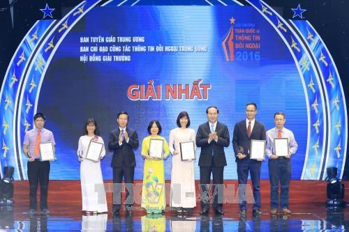 La remise des recompenses du 3e Prix national de l'information pour l'etranger hinh anh 1
