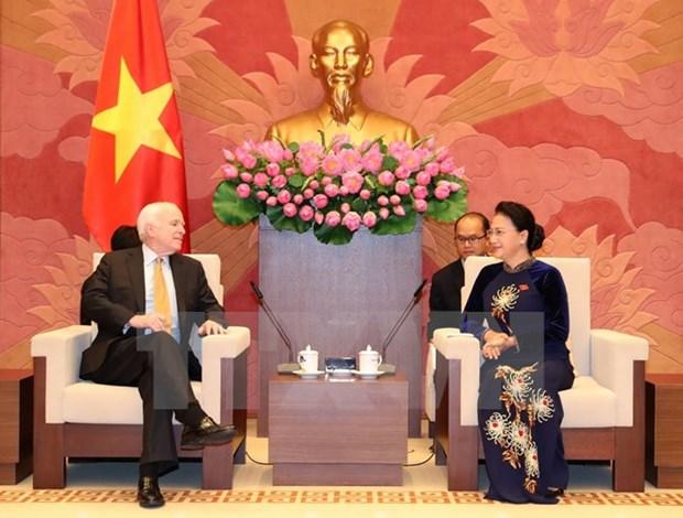 La presidente de l'AN Nguyen Thi Kim Ngan recoit le senateur americain John McCain hinh anh 1