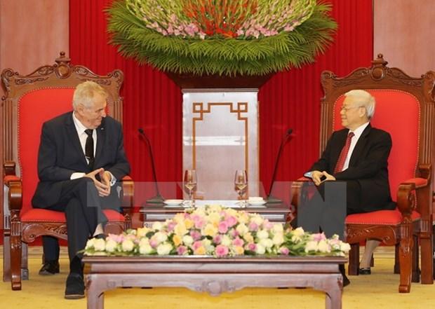 Des dirigeants vietnamiens recoivent le president tcheque Milos Zeman hinh anh 1