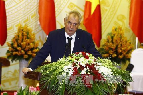 L'entretien Tran Dai Quang-Milos Zeman vu par la presse tcheque hinh anh 1