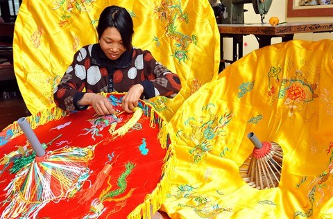 Dong Cuu preserve la broderie ancienne hinh anh 1