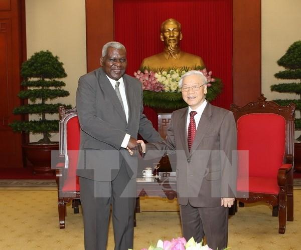 Le leader du PCV veut resserrer l'amitie et la solidarite speciale Vietnam-Cuba hinh anh 1