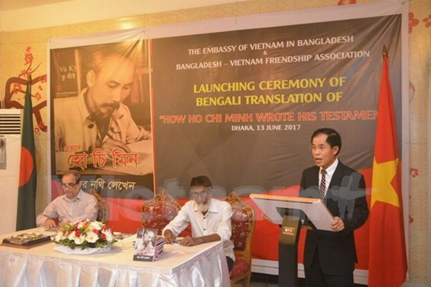 Presentation d'un livre sur Ho Chi Minh au Bangladesh hinh anh 1