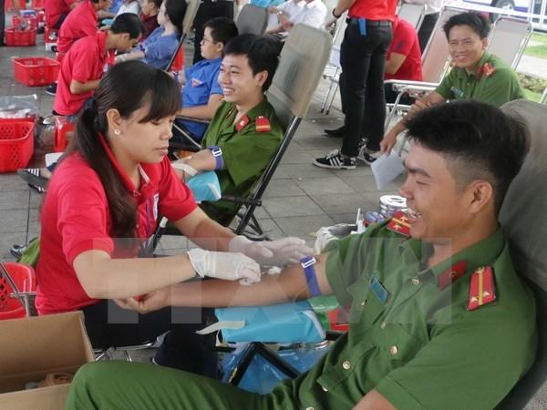 Les donneurs de sang a l'honneur hinh anh 1