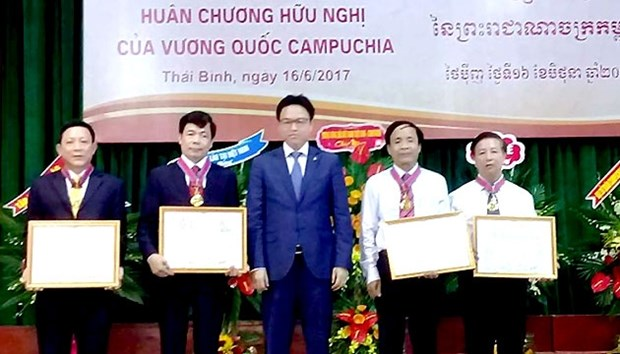 Une universite de Thai Binh recoit l'Ordre de l'Amitie du Cambodge hinh anh 1
