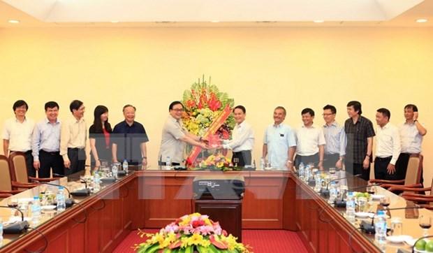 Le secretaire du Comite du Parti pour Hanoi rend visite a la VNA hinh anh 1