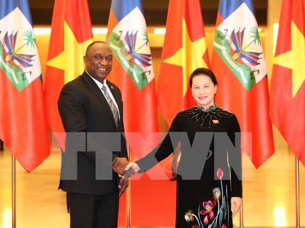 Entretien entre la presidente de l'AN du Vietnam et le president du Senat de la R. d'Haiti hinh anh 1