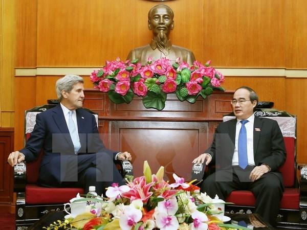 Nguyen Thien Nhan rencontre l'ancien secretaire d'Etat americain John Kerry hinh anh 1