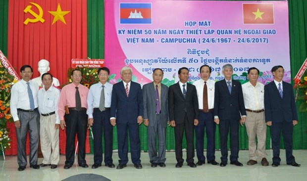 Dong Thap: celebration du 50e anniversaire des relations diplomatiques Vietnam-Cambodge hinh anh 1