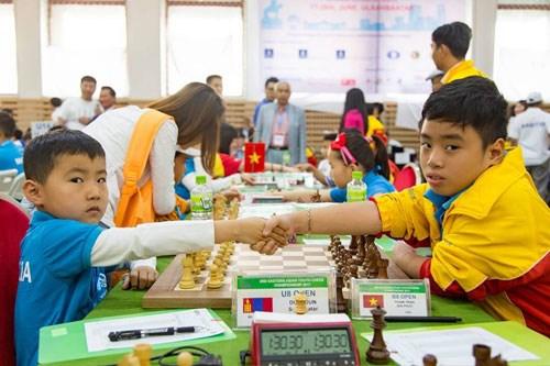 Echecs Jeunes : le Vietnam remporte de l'or en Mongolie hinh anh 1