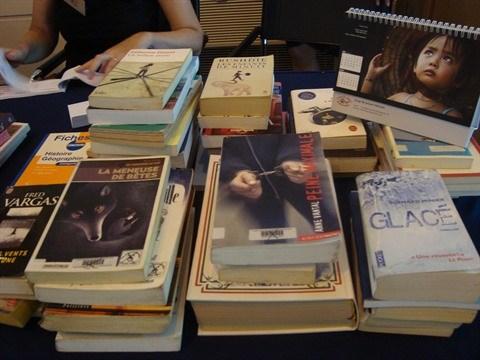 Collecte de livres a l'occasion de la Journee de la diplomatie solidaire hinh anh 2