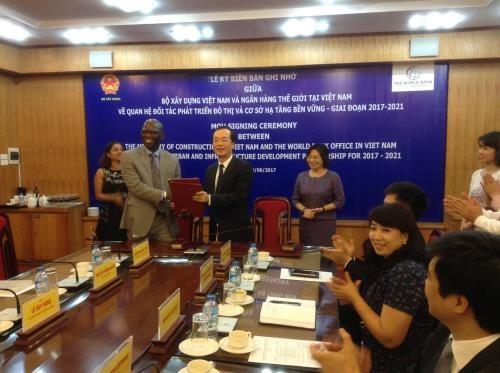Le ministere de la Construction et la BM signent un memorandum hinh anh 1