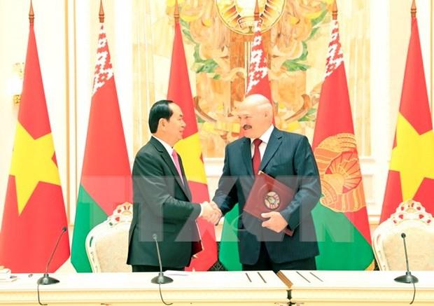 Le president Tran Dai Quang quitte la Bielorussie pour la Russie hinh anh 1